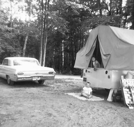 Fold-up camper