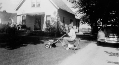 jerry-mowing-lawn-rider-late-40s-2