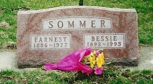 Bessie & Earnie grave